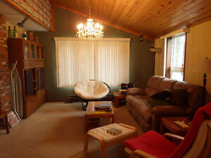 Porter Creek house share, for professional, September 1