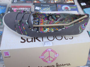 new sakroots shoes womens/ mens boots and new sports bra