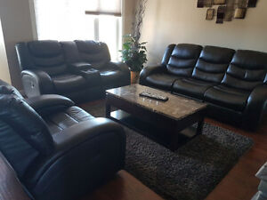 Comfy Couch in mint Condition + coffee table