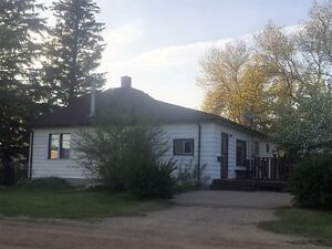 Cozy Bungalow Home on 3 town lots
