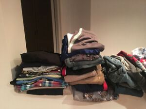 Lot de vêtements ,jouets,livres,etc. pour enfants 50$
