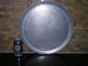 Large Pizza Pan With Convection Air Holes Like New