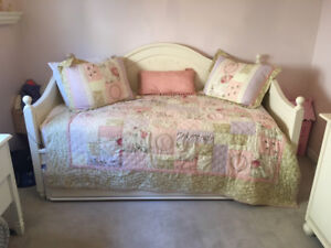 Young America Day Bed