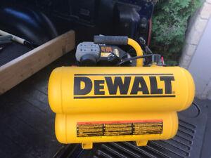 Compresseur Dewalt D55153  2 x 2 gallons 125 PSI max