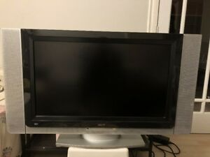Acer 32 inch Gaming HDTV 720p (9/10)