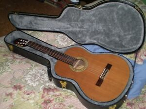 Classical Guitar---Washburn C80S 4/4---with hard case