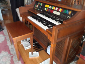 Lowry electric organ - good condition