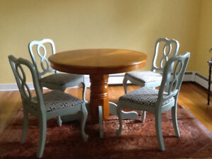 Refinished Oak dining table with 4 chairs in good condition