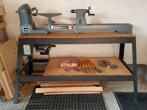 Beaver wood lathe with extras!