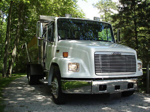FREIGHTLINER FL70 DUMP TRUCK in as new condition