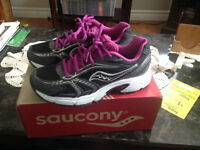 NEW WOMAN'S  SAUCONY SNEAKERS SIZE 6