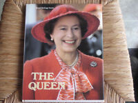 1980'S HARDCOVER BOOK ABOUT QUEEN ELIZABETH II, BEAUTIFUL PICS