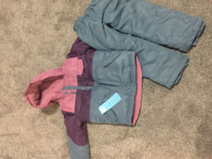 Old Navy snowsuit size 5t NWT