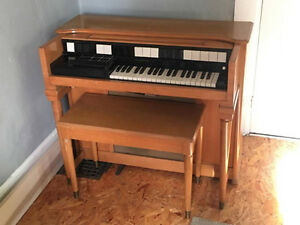 Hammond S-6 Chord Tube organ. Late 50s. Farely rare.