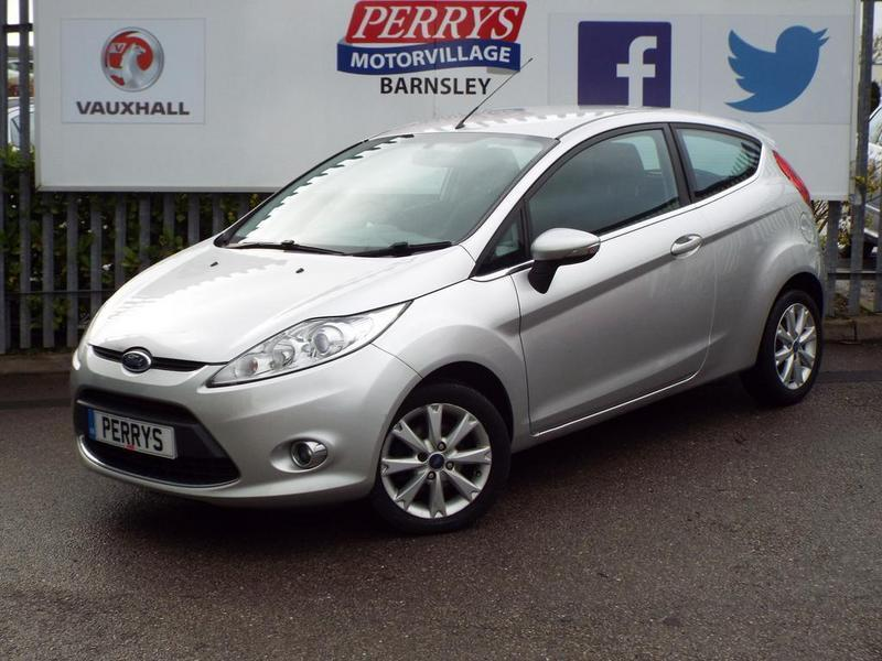 ford fiesta zetec 1 4 zetec 3 door great mpg silver. Black Bedroom Furniture Sets. Home Design Ideas
