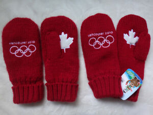 Hudson's Bay Vancouver 2010 Olympics Adult L/XL Red Mittens Used