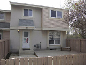 RENOVATED TOWNHOME in Devon (Walking Trails to the River Valley)