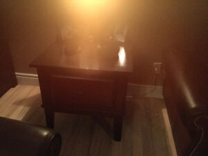Flip top coffee table and matching end table. Solid wood Kitchener / Waterloo Kitchener Area image 2