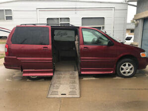 Wheelchair Accessible Van,  2002 Oldsmobile Silhouette, LOW KM