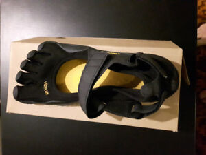 Men's Vibram Fivefinger Sprint Shoes. Size 42