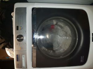 Maytag MHW7100DW0 Front Loading washer  3yrs old mint condition