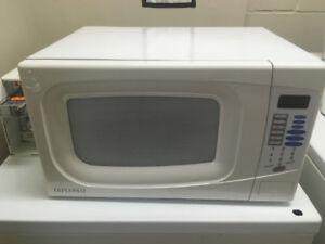 White Diplomat Microwave.