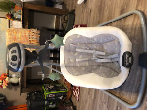 Graco baby swing excellent condition.