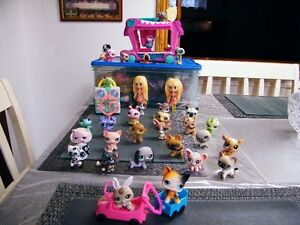 HUGE LOT OF LITTLEST PET SHOPS AND PLAY CENTERS.