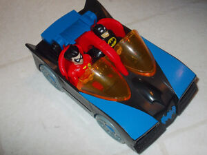 FISHER  PRICE TOY  PLASTIC  BATMOBILE  DC  COMICS  !!