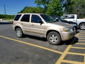 Ford escape 4x4 v6.  Leather, sunroof,  remote start