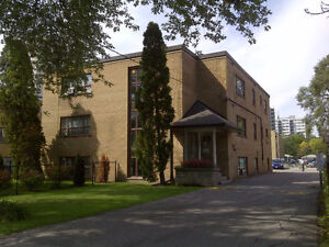 Great 1-bed on Hurontario and Queensway