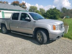 2010 GMC Sierra Z71  4 X4 all terrain 174000kms