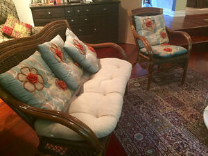 Beautiful classic wicker loveseat and chair Gatineau Ottawa / Gatineau Area image 1