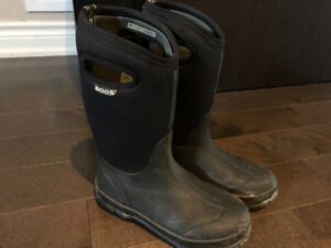 Bogs boys' snow boots US youth size 5