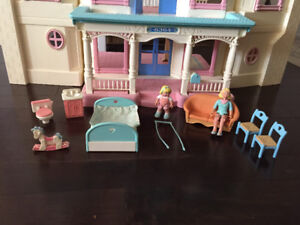 Vintage fisher price doll house, 1993