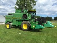 John Deere 7720 Turbo Combine with 915 Air Reel Flex Head