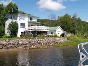 Maison 3 étages sur le bord de l'eau