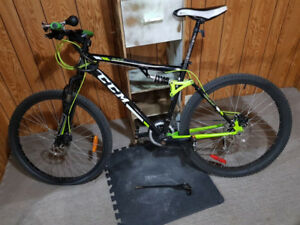 Good condition CCM SL2 Bicycle for sale!