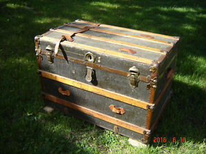 Antique Steamer Trunk circe 1900s