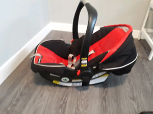 Graco Snugride 35 Click Connect Carseat with base