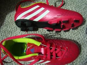 BNIB ADIDAS SOCCER SHOES SIZE 2 FOR GIRLS AGES 6 - 9 HOT PINK Regina Regina Area image 10