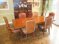 Beautiful large dining room table with 6 matching leather chairs
