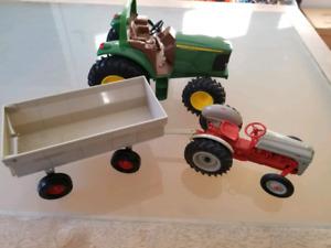 Tracteurs et remorque en métal