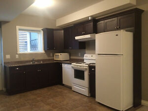 $1000 PROMONTORY GROUND LEVEL 1 BEDROOM + DEN SUITE FOR RENT