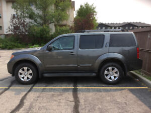 2005 NISSAN PATHFINDER LE  Motivated