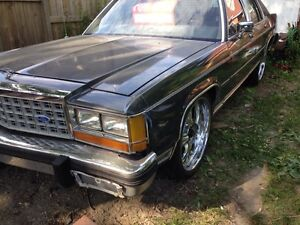 1986 Ford Crown Victoria on 22s