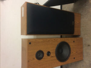 For sale a set of poineer speakers