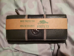 Womans Roots Wallets