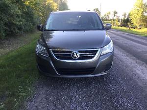 2010 Volkswagen Routan Minivan, Van