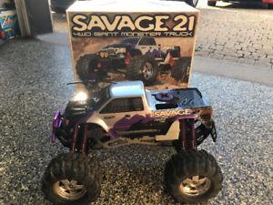 HPI Savage 21 - Camion téléguidé au gaz nitro